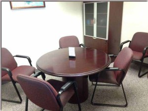 Round conference room available as a free deposition suite for pre-deposition preparation.